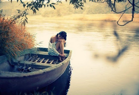 alone-girl-in-boat-lake-water-sad-boken-heart