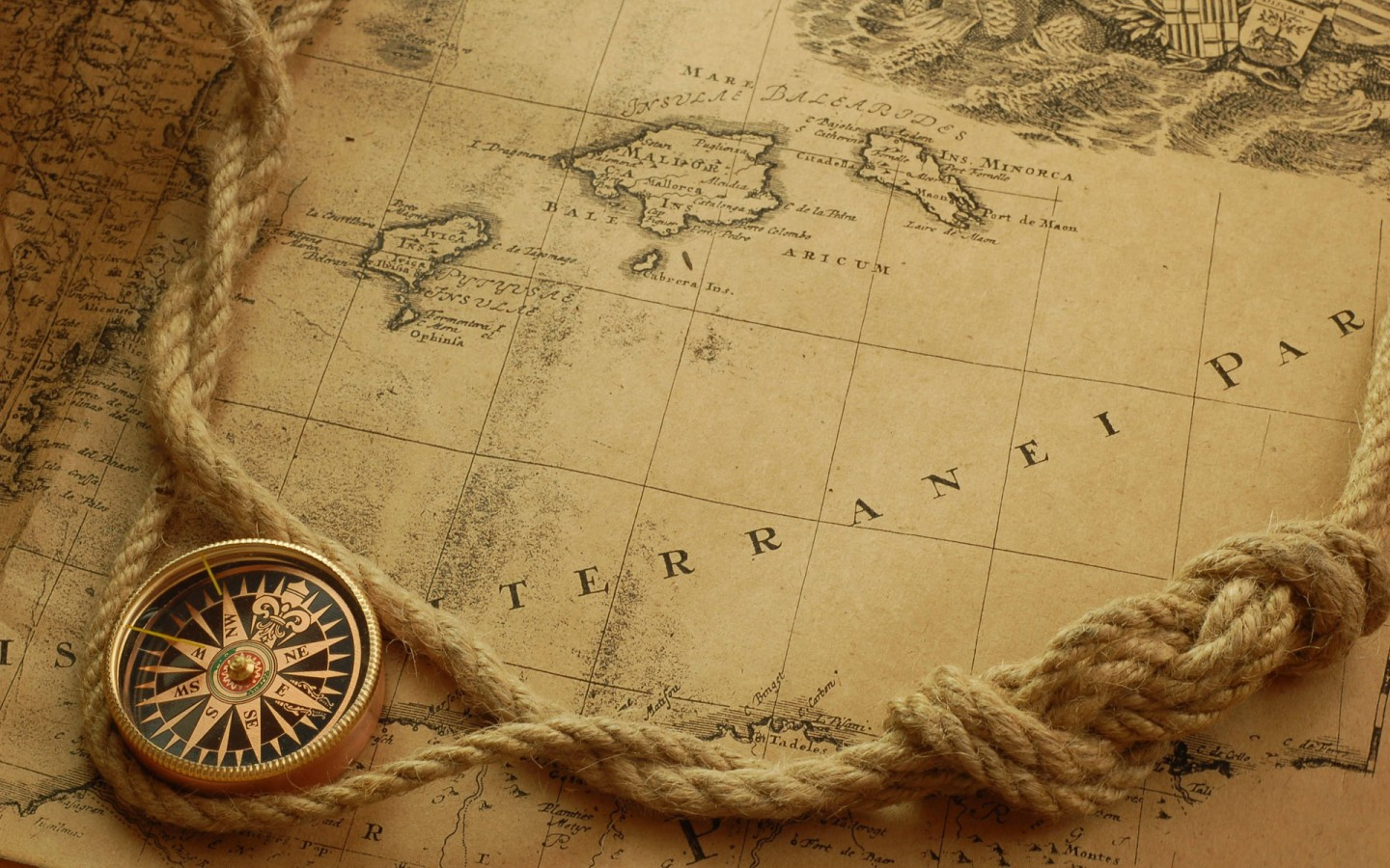 noramintel-ancient-map-and-compass