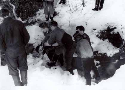 Military personnel and volunteers removing the bodies from the ravine at Dyatlov Pass.