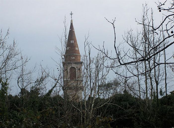 the-island-of-poveglia-10